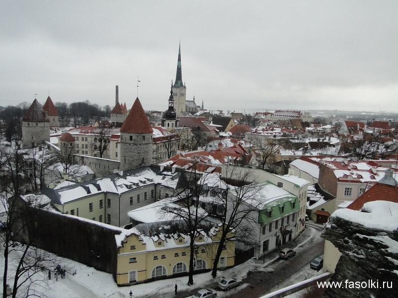 Вид на Старый город Таллина из Вышгорода (холм Тоомпеа, где в средние века селилась аристократия)