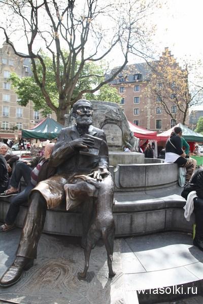 Памятник Шарлю Бюльсу