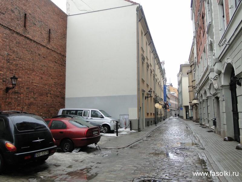 Ста́рый го́род в Риге (латыш. Vecrīga, нем. Altstadt von Riga, также известен как Ста́рая Ри́га, Вецри́га)