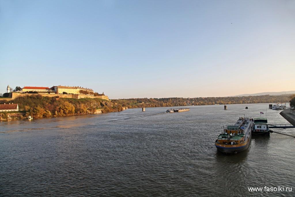 Петроварадинская крепость на левом берегу Дуная