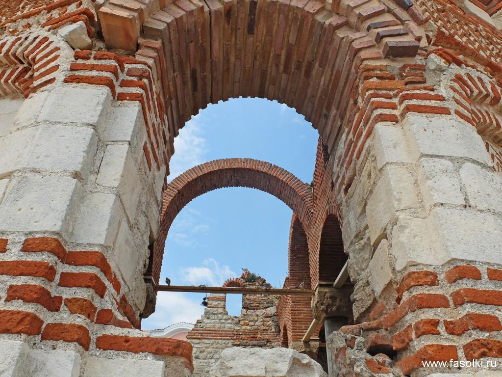 Руины церкви святого Иоанна Алитургетоса (XIV в.) в Несебре