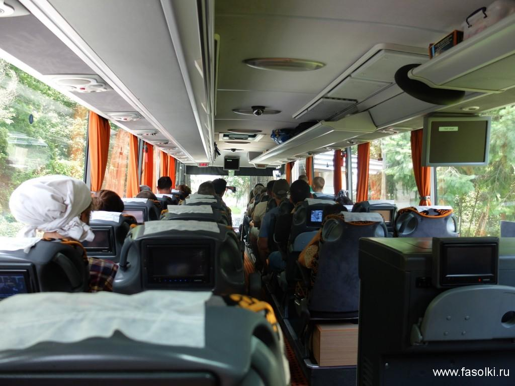 Автобус компании Nisikli, следующий по маршруту Стамбул - Бургас. Отправление: автовокзал Büyük Otogar в европейской части города
