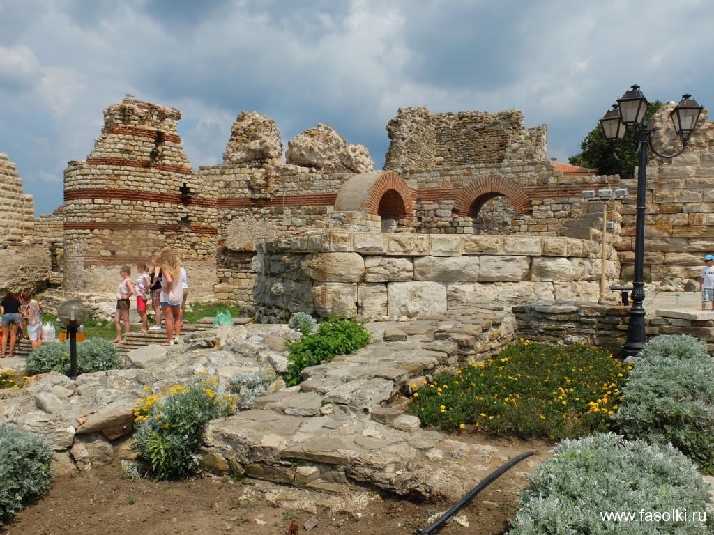 Руины крепостной стены