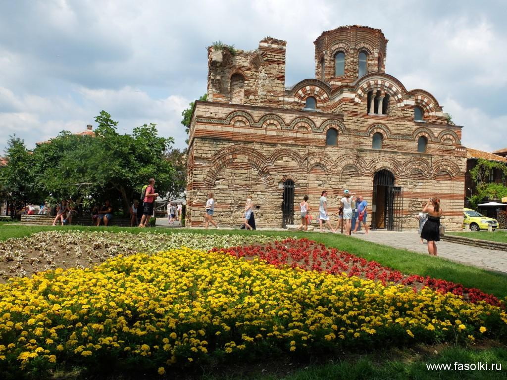 Церковь «Христос Вседержитель» XIV века — одна из наиболее хорошо сохранившихся до наших дней церквей Несебра.