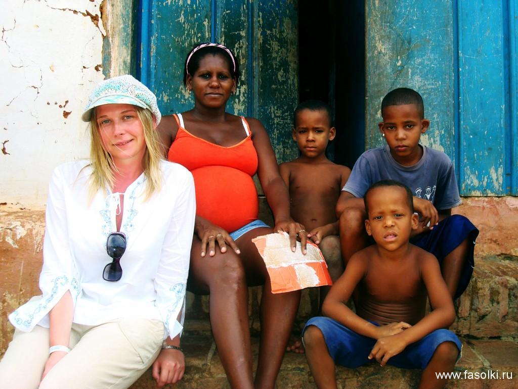 Кубинцы готовы сфотографироваться с вами. Всего пара кук, мэм!