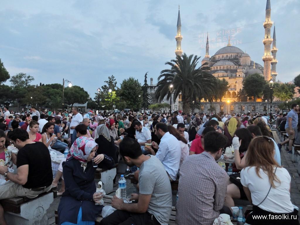 Голубая мечеть в священный месяц Рамадан